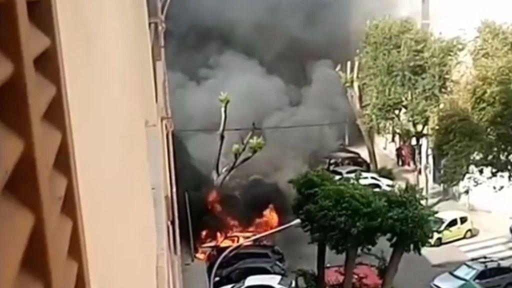Revuelo en Pere Garau: arde un coche aparcado