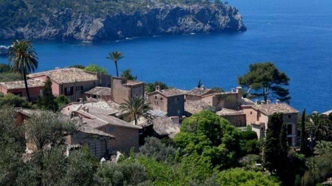 Michelle Obama sigue con su visita a Mallorca comiendo en Llucalcari