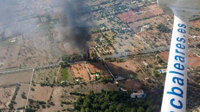 Arde otro autobús público de TIB en la carretera de Pollença