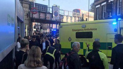 La Policía investiga la explosión en el metro de Londres como