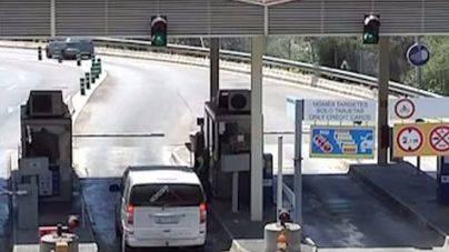 La avería de un autobús obliga a cerrar una de las vías del túnel de Sóller durante dos horas y media