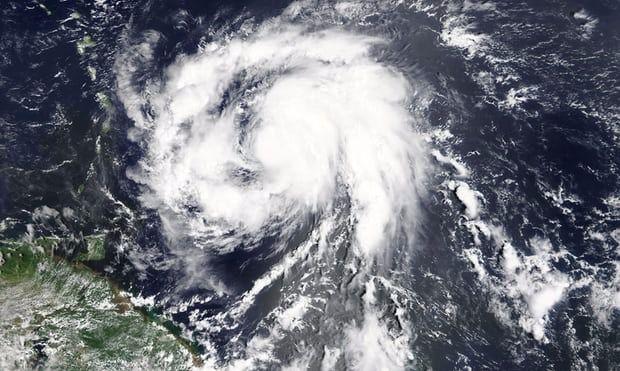 El huracán María destroza la isla de Dominica