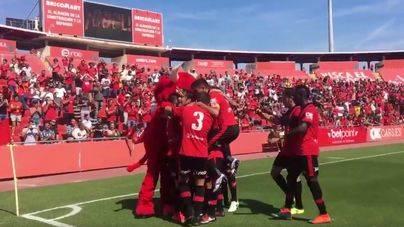 El Mallorca consolida el liderazgo con un rotundo 4-0 ante el Llagostera en Son Moix
