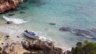 Interceptadas dos pateras en aguas de Cabrera y en el Caló d'en Moro