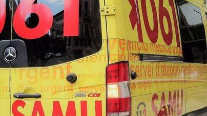 Un motorista de 40 años resulta herido al colisionar contra un coche a la altura de Consell