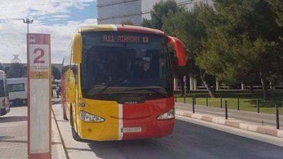 El servicio de autobuses del aeropuerto a las zonas turísticas gana 50.000 euros desde junio