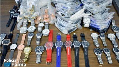 La Policía Local de Palma decomisa 195 relojes falsificados de la venta ambulante
