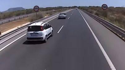 Muere un motorista al salir despedido tras ser alcanzado por un coche en la carretera del aeropuerto