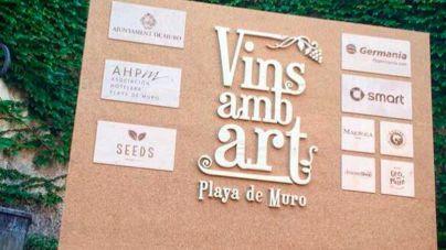 20 artistas y productores locales de vino, en Vins amb Art en Platja de Muro