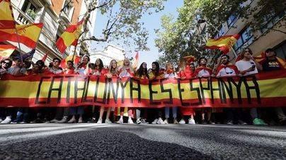 Cientos de miles de personas se manifiestan en Barcelona por la unidad de España