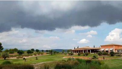 Nubes y algún chubasco hoy en Mallorca