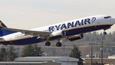 Consum prevé sancionar a Ryanair por el alto coste de su línea 902