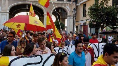 """350 personas marchan en Palma con el lema de """"España no se rompe"""""""