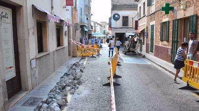 La mejora del centro de Santanyí sigue con el empedrado de calle Portell
