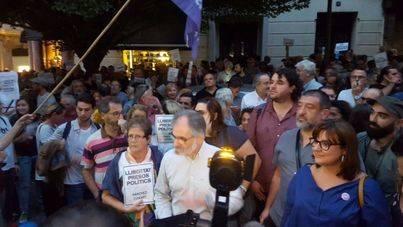 600 personas piden en Palma la libertad de Sánchez y Cuixart, en prisión sin fianza por sedición
