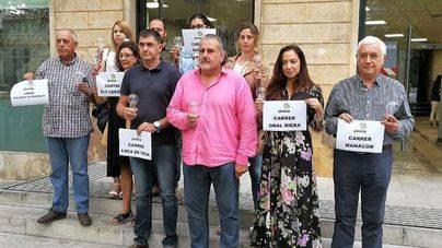 Pimeco protesta por la falta de iluminación navideña regalando bombillas al alcalde Noguera