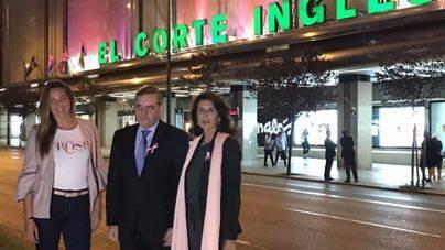 Melani Costa enciende de rosa El Corte Inglés contra el cáncer de mama