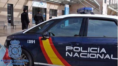 Un ciudadano reduce a un ladrón tras asaltar a un anciano en la puerta de un banco de Palma