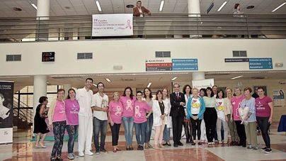 Profesionales de Son Llàtzer atienden dudas en el Día del Cáncer de Mama