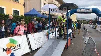 Codony y Moore, ganadores en una épica contrarreloj en Port de Polença bajo la lluvia