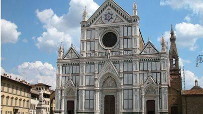 Muere un turista español en Florencia al caerle una piedra de la Basílica de la Santa Croce