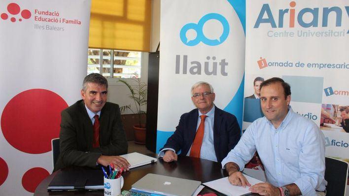El director del colegio Aixa-Llaüt, Carlos Beltrán; el coordinador de la jornada, Francisco Bouthelier, y el director del Centre Universitari Ariany, Gonzalo García Manglano