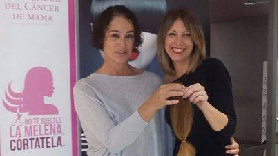 Diez mujeres donan su melena para luchar contra el cáncer en El Corte Inglés