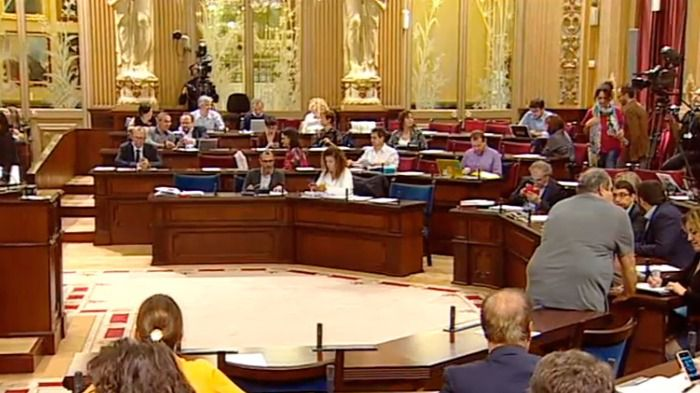 El Govern ignora la mitad de las medidas aprobadas por el Parlament hace un año