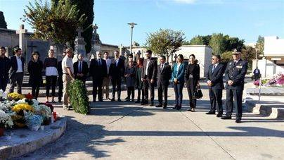 Gobierno y oposición homenajean a los regidores y funcionarios fallecidos en acto de servicio