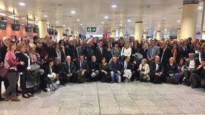 Doscientos alcaldes independentistas viajan a Bruselas para apoyar al Govern cesado