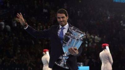 Nadal recibe el trofeo que le acredita como número uno mundial