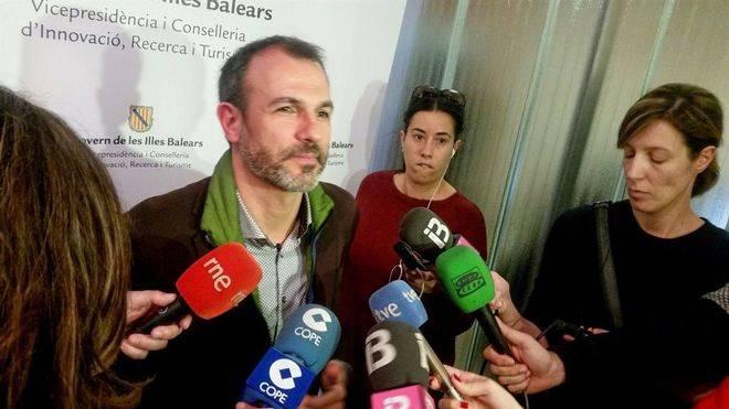 Barceló salva la reprobación tras empatar la votación tres veces y optar Picornell por rechazar el tema