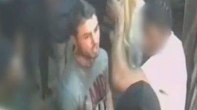 Sale a la luz el vídeo de un joven lanzando ácido a 22 personas en una discoteca