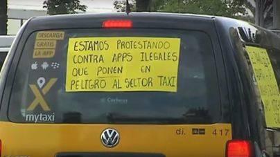 """Fomento ultima el decreto del taxi para evitar """"especulación"""" con las licencias de Uber y Cabify"""
