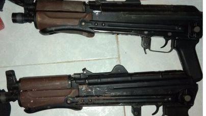 Detenido en Almería con 2 kalashnikov y 12 cargadores