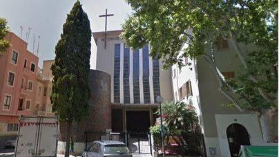 Un hombre blasfema en una iglesia de Palma y lo detienen por tener otra orden judicial