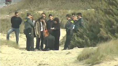 El condenado (de rodillas) en la reconstrucción del asesinato con la Guardia Civil