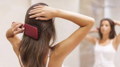 Estrés, contaminación y mala alimentación causan la caída del cabello