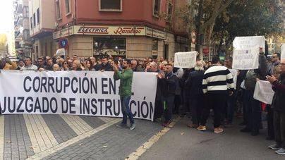 Multitudinaria concentración de protesta contra la instrucción del caso Cursach