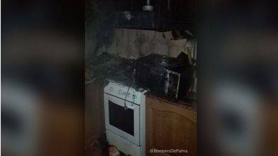 Cinco evacuados por un incendio en un piso de Pere Garau