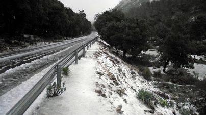 La nieve ha cuajado en Mallorca y Menorca a 300 metros