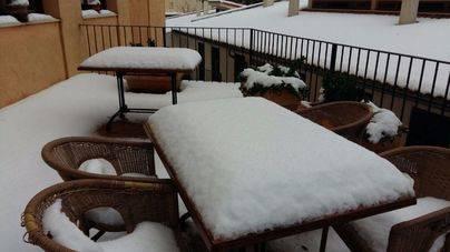 La nieve ha cuajado en muchas zonas de Mallorca y Menorca