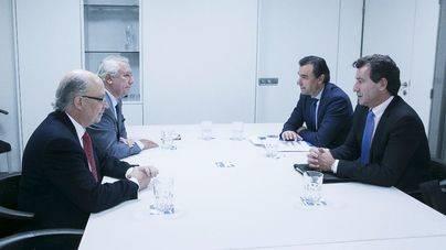 Company defiende ante Montoro, Arenas y Maíllo el descuento a residentes del 75 por ciento