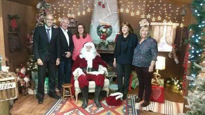 El Corte Inglés instala una casa de Papá Noel en beneficio de Aspanob