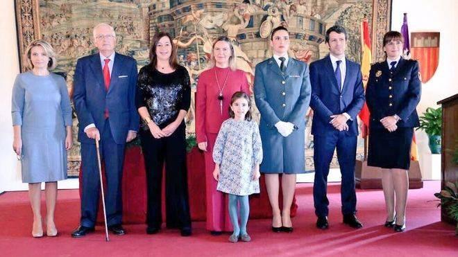 Armengol y Salom, en el acto del Palacio de la Almudaina junto a los ciudadanos que leyeron seis artículos de la Constitución