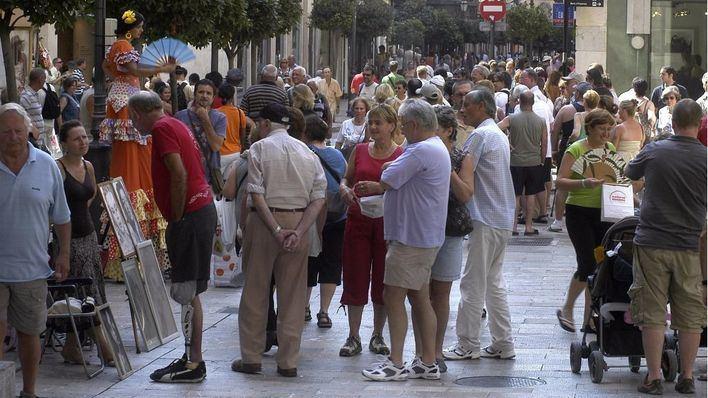 Imagen de turistas paseando por el centro de Palma