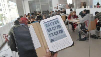 El Govern convoca un programa piloto de préstamo de libros electrónicos para bibliotecas escolares