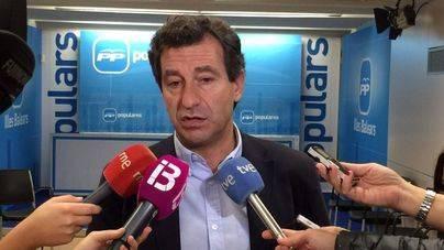 Company dice que a Barceló 'no le queda más remedio que dimitir' por su viaje
