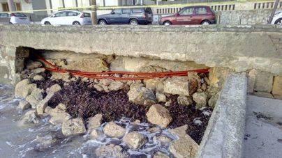 El paseo de Cala Gamba y Es Carnatge se quedan sin luz por los destrozos del último temporal