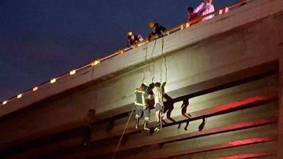 Hallan seis cadáveres colgados en tres puentes en México